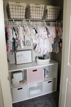 Kinley's Floral Farmhouse Nursery – Baby nursery inspiration - Baby Room Baby Nursery Diy, Baby Boy Rooms, Diy Baby, Floral Nursery, Baby Girl Bedroom Ideas, Baby Room Ideas For Girls, Nursery Room Ideas, Baby Girl Closet, Diy Girl Nursery Decor