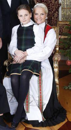 Crown Princess Mette-Marit with her daughter Princess Ingrid Alexandra. Maud Of Wales, Ingrid Alexandra, Norwegian Royalty, Mother Knows Best, Estilo Real, George Vi, Royal House, Crown Royal, Royal Weddings
