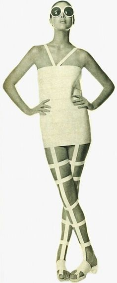 """Magazine.Vogue May 1st 1968, Bernardo """"The Sandal Dress."""". Thời kì này sandals bắt đầu xuất hiện và trở nên thịnh hành. Sandals tôn lên vẻ đẹp trẻ trung cho người phụ nữ, tiện lợi hơn so với đi giày. Trong ảnh là hình ảnh sandal dress rất thời trang ( mods)"""