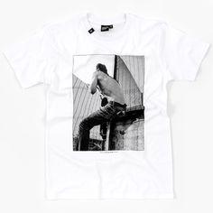 Hektik Streetwear X Edward Nightingale Nightingale, Streetwear Fashion, Fence, Graffiti, Street Art, Urban, Grey, Mens Tops, T Shirt