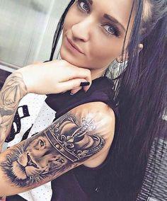Tatouage femme Lion Réaliste sur Bras