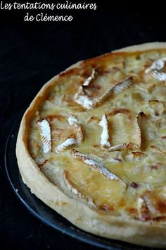 tarte oignon, pomme, lardon, camembert - maybe no lardons, use red onions… I Love Food, Good Food, Yummy Food, Cooking Time, Cooking Recipes, Food Porn, Salty Foods, Quiches, Food Inspiration