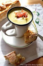 Broccoli cream soup with Boursin garlic and herbs, crisps .- Velouté de brocoli au Boursin ail et fines herbes, chips de bacon a needle in the soup: Broccoli cream soup with Boursin garlic and fine herbs, bacon chips - No Salt Recipes, Soup Recipes, Cooking Recipes, Cream Of Broccoli Soup, Cream Soup, Garlic Broccoli, Bacon Chips, Healthy Cooking, Healthy Snacks
