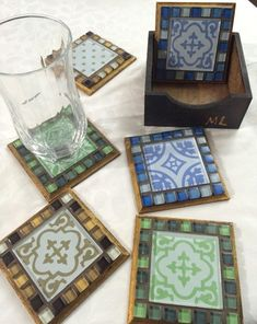 Mosaic Tray, Chicken Crafts, Arte Country, Craft Tutorials, Fused Glass, Decoupage, Coasters, Pattern, Interiors