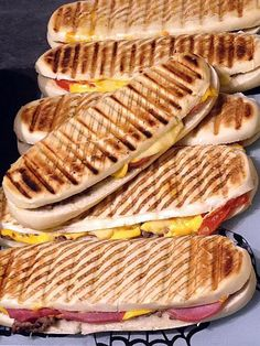 Panini façon cheese-burger - The Best Sea Recipes Homemade Sandwich Bread, Sandwich Bread Recipes, Panini Sandwiches, Sandwich Recipes, Cheese Burger, Paninis, Cream Soup Recipes, Brunch, Salty Foods