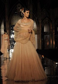 FASHIONFAD.in : Tarun Tahiliani at Aamby Valley India Bridal Week 2011