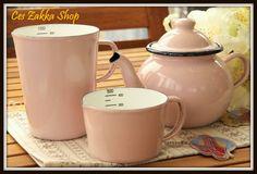 Vintage Style Pink Enamelware Coffee / Tea Pot & Measuring Cups Set Vintage Enamelware, Vintage Kitchenware, Vintage Style, Vintage Fashion, Cast Iron Tub, Tea Accessories, Measuring Cups, Ceramic Pottery, Coffee Cups