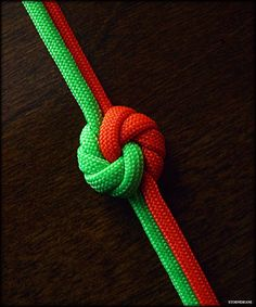 mandala knot variation More (rope braid craft) Paracord Knots, Rope Knots, Macrame Knots, Paracord Bracelets, Micro Macrame, Macrame Jewelry, Paracord Braids, Couture Cuir, Instruções Origami