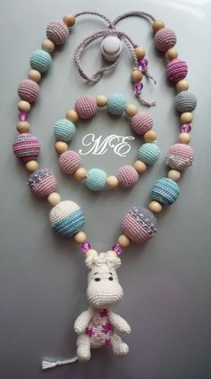 crafty jewelry: crochet bead | make handmade, crochet, craft, DIY, nursing necklace, #haken, ketting voor borstvoeding, geen patroon, inspiratie, baby, kraamcadeau More