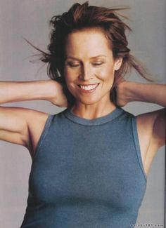 Sigourney Weaver looking lovely!