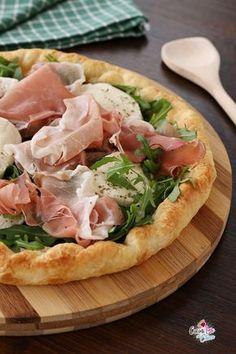 Sfogliata con speck e mozzarella Mozzarella, Lunches And Dinners, Meals, Focaccia Pizza, New Recipes, Healthy Recipes, Quiches, Healthy Cooking, Love Food