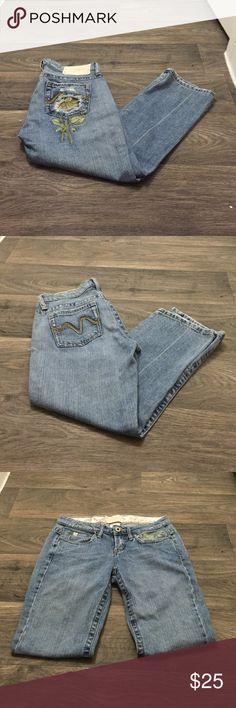Vintage Capri jeans Vintage Capri jeans with cute detail on pocket! Size 1, no flaws! Brand is Z Cavaricci Jeans Ankle & Cropped