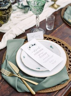 Natural green table decor // Rustic + Elegant Tuscan Wedding Inspiration