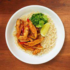 Chicken and Veggie Fajitas - Sanderson Farms Baked Chicken, Roasted Chicken, Grilled Chicken, Cooking Recipes, Healthy Recipes, Easy Cooking, Veggie Fajitas, Salmon Patties Recipe, Drumstick Recipes