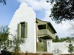 Southwestern/Pueblo style house exterior with white stucco and sage green accents - By: Melanie Turner Alys Beach Florida, Florida Home, Seaside Fl, Seaside Towns, Feng Shui, Rosemary Beach, Beach Cottages, Beach Houses, Spanish Style