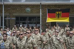 Die Entwicklung in dem westafrikanischen Krisenstaat erinnere sie an die Frühphase den Einsatzes in Afghanistan, sagte die Linken-Verteidigungspolitikerin Christine Buchholz am Freitag im Bundestag. Den Frieden, den die UN-Mission Minusma unter Beteiligung der Bundeswehr sichern solle, gebe es nicht.