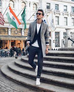 t-shirt, blazer & jeans look for men