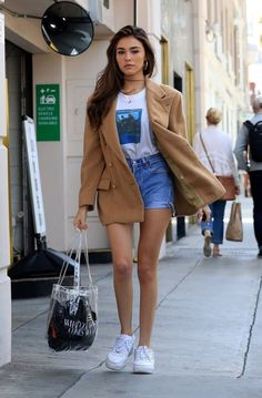 - Madison Beer 2019 Source by - Madison Bier, Estilo Madison Beer, Madison Beer Style, Madison Beer Outfits, Jeans Outfit Winter, Winter Outfits, Casual Outfits, Fashion Outfits, Looks Com Short Jeans