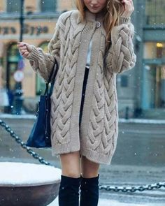 Knitting patterns, knitting designs, knitting for beginners. Fashion Moda, Knit Fashion, Sweater Fashion, Long Sweaters For Women, Jumpers For Women, Knitted Jackets Women, Knitted Coat Pattern, Mode Crochet, Knit Crochet