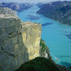Give incandescent sun: The Big cliff Preikestolen