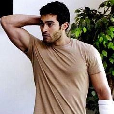 Tyler Hoechlin those biceps...  *drools*