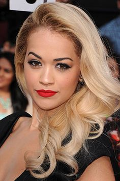 10 Best Hair Highlights - Celebrities with Blonde Highlights and Sun Dipped Tips Braid Styles For Girls, Celebrity Beauty, Celebrity Photos, Rita Ora, Celebrity Hairstyles, Jennifer Aniston, Mannequins, Beauty Secrets, Beauty Tips