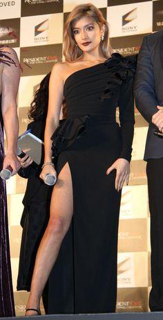 今週のファッションチェック:菅野美穂、真木よう子が黒ファッション ローラは大胆ドレス 相武紗季、ベッキーも 前編 - 写真詳細 (35枚目/全80枚) - 毎日キレイ