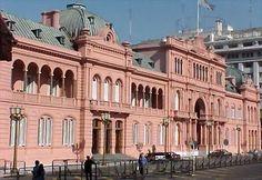 La Casa Rosada es el edificio y casa de gobierno en la Plaza de Mayo. - M.V.