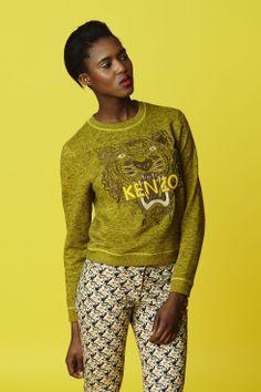 Sweatshirt tête de tigre Kenzo - Collection permanente Kenzo Femme - E-Shop Kenzo Elle Blogs, Beautiful Black Dresses, Cute Jeans, Loose Sweater, International Fashion, I Love Fashion, Pretty Outfits, Ready To Wear, Sweaters For Women