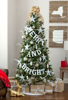 60 stunning new ways to decorate your christmas tree - Flat Back Christmas Tree