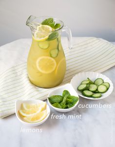 Cucumber mint lemonade takes three super hydrating ingredients and combines them for the ultimate summertime refresher. Cucumber water is the quintessential spa beverage. Smoothies, Smoothie Drinks, Smoothie Recipes, Martini Recipes, Cocktail Recipes, Strawberry Smoothie, Watermelon Mint Lemonade, Cucumber Detox Water, Appetizers