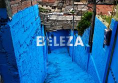 Floating graffiti participatory favela project par Boa Mistura