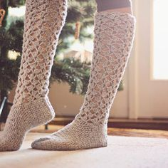 Ravelry: Crochet Christmas Morning Socks pattern by Mon Petit Violon Crochet Boots, Crochet Slippers, Crochet Clothes, Knit Crochet, Ravelry Crochet, Knit Lace, Slipper Socks, Crafty Craft, Christmas Morning