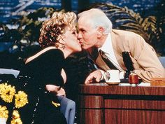 The Tonight Show Starring Johnny Carson was a staple of its time. It was the most modern format of live television and is what we now know as the late-night tal Here's Johnny, Johnny Carson, Steve Allen, Bette Midler, Tonight Show, Celebrity Look, Celebrity Photos, Classic Tv, Comedians