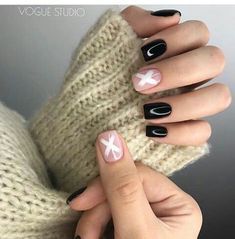 Want some ideas for wedding nail polish designs? This article is a collection of our favorite nail polish designs for your special day. Short Nails, Long Nails, Cute Nails, My Nails, Nail Manicure, Nail Polish, American Nails, Uñas Fashion, Gel Nails At Home