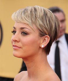 Kaley Cuoco Hair | Kaley Cuoco Short Straight Hairstyle - Light Blonde - side view 1