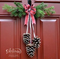 ideas diy christmas door swag pine cones for 2019 Christmas Swags, Christmas Door Decorations, Winter Christmas, All Things Christmas, Christmas Holidays, Christmas Ornaments, Rustic Christmas, Primitive Christmas, Outdoor Christmas