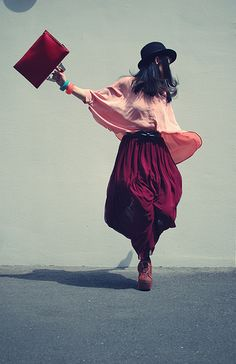 Color block your fashion Burgundy Wine, Feminine Style, Feminine Fashion, Apparel Design, Colorful Fashion, Favorite Color, Girl Fashion, Fashion Photography, Style Inspiration