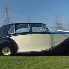 1950 Rolls Royce Silver Wraith timeless vintage car for bride grooms with style. An excellent choice for your special wedding day Rolls Royce Silver Wraith, Wedding Car, Dublin, Vintage Cars, Ireland, 1950s, Favorite Things, Classic Cars, Irish