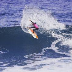 Parabéns Courtney Conlogue (EUA) campeã do Rip Curl Pro Bells Beach.  A americana duelou uma final disputadíssima contra a Sally Fitzgibbons (AUS) onde arrastou o evento surfando ondas com manobras fortes e precisas somando 903 pts. na sua melhor onda e fazendo um total de 16 53 pts. dos 20 pts. possíveis.  Surfista: @courtneyconlogue (EUA)  Crédito: WSL / Cestari.  Vejam matéria completa no: www.surfcupe.com.br nas próximas atualizações.   #wsl #australia #bellsbeach #ripcurlpro by…