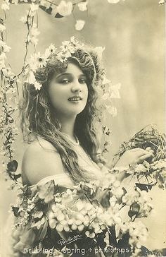 gypsy goddess in flowers, vintage photo Art Vintage, Photo Vintage, Vintage Gypsy, Vintage Love, Vintage Beauty, Vintage Ladies, Vintage Woman, Antique Photos, Vintage Pictures