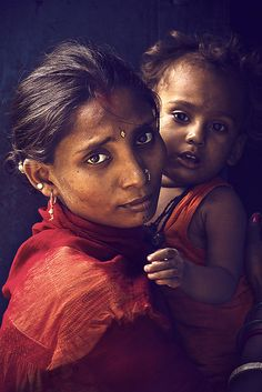 Woman and child in Bihar, India. Photographed by Arun Titan.