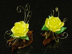 Pulled sugar flower I made Blown Sugar Art, Pulled Sugar Art, Food Sculpture, Food Artists, Chocolate Sculptures, Edible Creations, Chocolate Art, Sugar Flowers, Edible Art