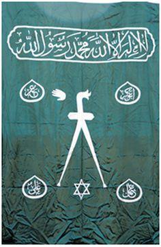 """Ottoman Banner & Osmanlı Sancak &  """"Barbaros Hayrettin Paşa Sancağı"""" Barbaros Hızır Hayrettin Paşa'nın Kaptan-ı Derya olduğu dönemde (1534-1546) kullandığı sancaktır. Sancağın zemini kendinden desenli ve yeşil renk ipeklidir. Yazı ve şekiller beyaz ipek kumaşla aplike edilmiştir. Üzerinde """"Fetih Suresi"""", dört İslam halifesinin isimleri, zülfikarlı kılıç (aynı zamanda üçlü teslis), pençe (el şekli) ve altı köşeli yıldız aplikedir.  Boyutlar : 287 x 200 cm"""