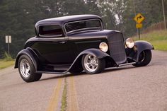 '32 ford coupe--almost my car. Needs flatter paint and fatter fenders--YES