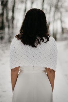 patsy dos pull de mariee tricote en merinos avec un point en 3d motif carreaux chauffe epaule pour mariage en hiver lyon chauffe épaule de mariage