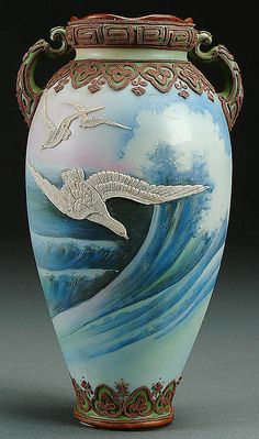 A NIPPON MORIAGE SEAGULLS DECORATED PORCELAIN HANDLED VASE CIRCA 1915 WITH MORIAGE SESGULLS AGAINST A PAINTED SCENE OF BLUE CRASHING WAVES UNDER A SCROLLED MORIAGE SHOULDER