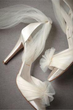 zapatos de novia | zapatos de novias ¿Vas a necesitar un fotógrafo? Te invitamos a mirar nuestras fotos en http://riomarfotografosdeboda.com