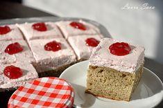Banana cake with strawberry whipped cream Strawberry Whipped Cream, Strawberry Cakes, Vanilla Cake, Fudge, Gem, Desserts, Food, Banana, Tailgate Desserts