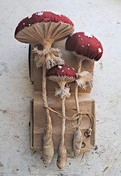 Self-taught artist Mister Finch, has been creating beautiful textile scultures inspired by British flora and fauna, using only vintage and recycled textiles and thread. Mushroom Crafts, Mushroom Art, Sculpture Textile, Soft Sculpture, Fabric Art, Fabric Crafts, Mister Finch, Mr Finch, Arts And Crafts